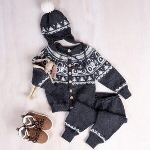 Bluum stickningsset - Tranktor jacka, byxor och luva - Pure Eco Baby Woo