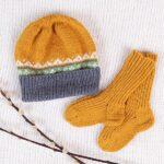 Bluum stickad Hatt och strumpor - i Zarina