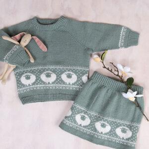 Bluum stickningsset - Lammet tröja och kjol i Pure Eco Baby Wool
