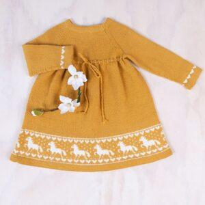 Bluum stickning - Häst-klänning i Pure Eco Baby Wool