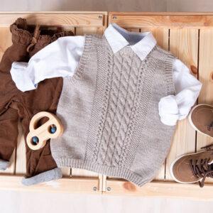 Bluum stickad väst - Fläta i Pure Eco Baby Wool