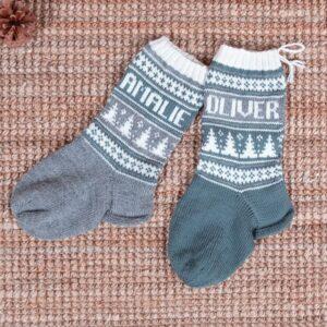 Bluum stickning - Julstrumpor Julgran och valfria namn Pure Eco Baby Woo